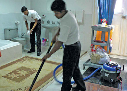 شركات تنظيف بالساعه في دبي